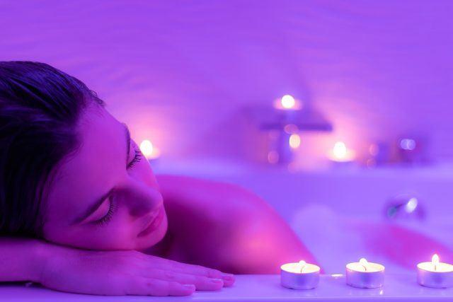 Badekar med terapibelysning