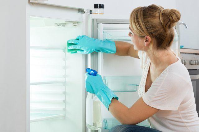 gøre køleskab rent