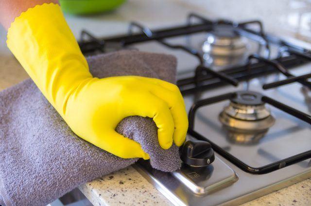 rengøring af komfur