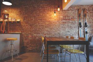 Rustikt design og rå materialer